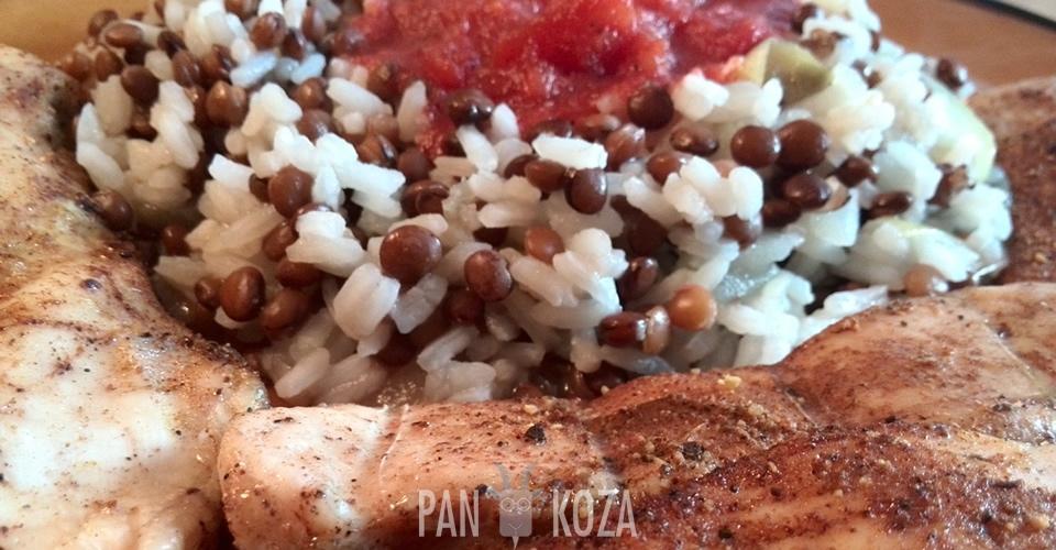 Soczewica z ryżem i grillowanym kurczakiem