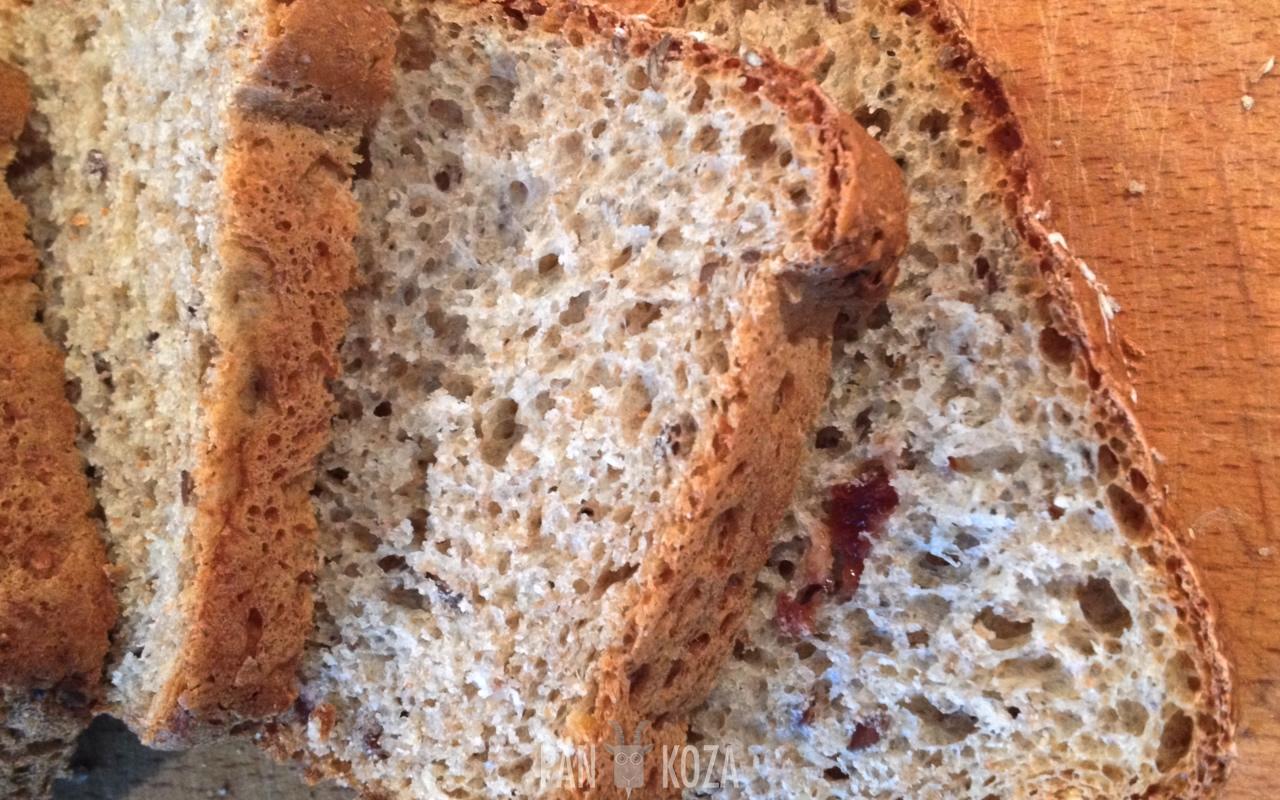 Domowy chleb z miodem i żurawiną